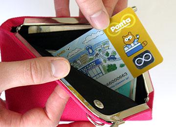 クレジットカードや免許証、診察券、キャッシュカードやポイントカード、レシートなども管理可能。電車のICカードも財布から出すことなく使えます