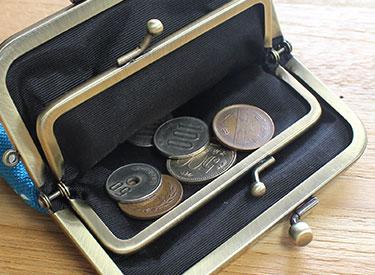 内側の小がま口には硬貨を
