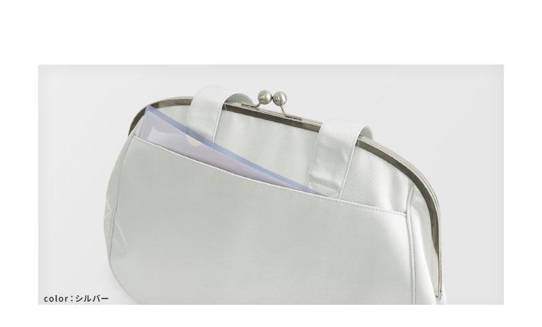 がま口痛バッグ glossy POINT 本体裏側にはA4サイズが入る外ポケットつき。