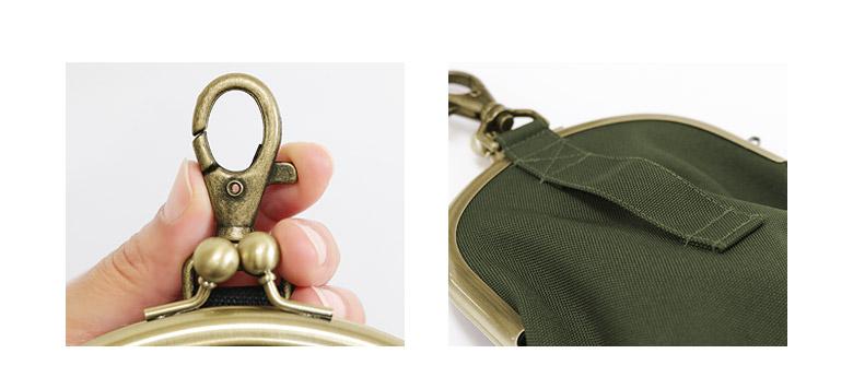 がま口チョークポーチ+(プラス) コーデュラ POINT03 大きめのナスカン 裏側のベルト通し