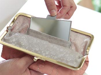 フラワーキルト 6寸がま口平ポーチ(鏡付き) 使い方画像1