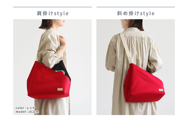 AYANOKOJI Sarei がま口スクエアワンショルダーバッグ POINT ショルダー紐を短めに調節するとサッと肩掛け、長めに調節するとカジュアルなスタイルにも合わせやすい、斜め掛けにもできます。