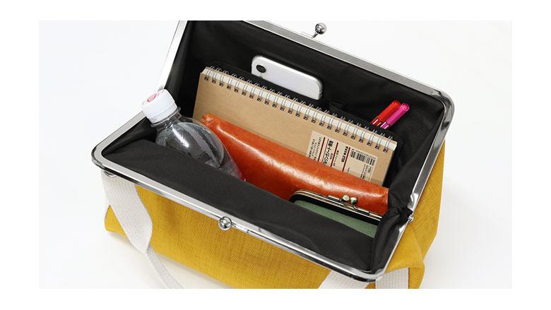 AYANOKOJI Sarei MONTANAシリーズ がま口手提げボストンバッグ 大きながま口&たっぷり入る大容量、ポケットも充実で機能的。 説明