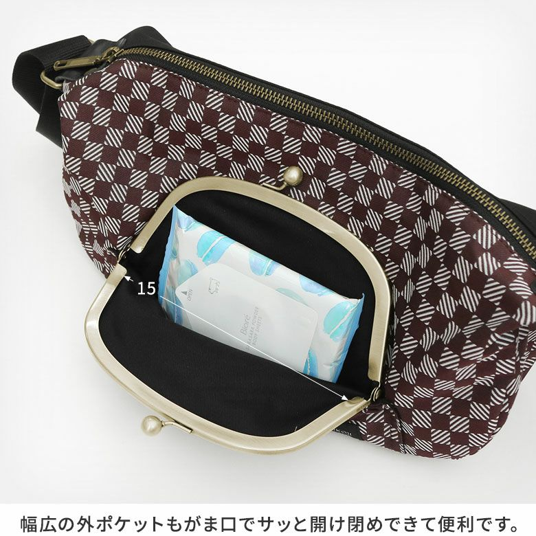 AYANOKOJI 綾市松 くし型がま口ポケット付きショルダーバッグ 幅広の外ポケットもがま口でサッと開け閉めできて便利です。